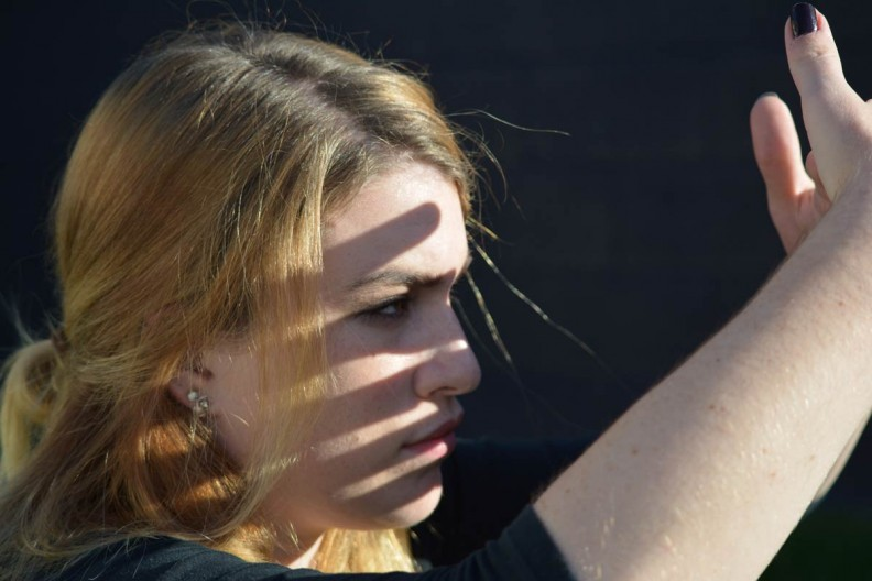 An advanced technique has the eyes open while your hands are moving rapidly in opposite directions, creating a sun filter.